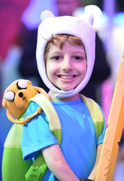 Menino com fantasia do desenho Hora da Aventura durante a Comic Con Experience 2014
