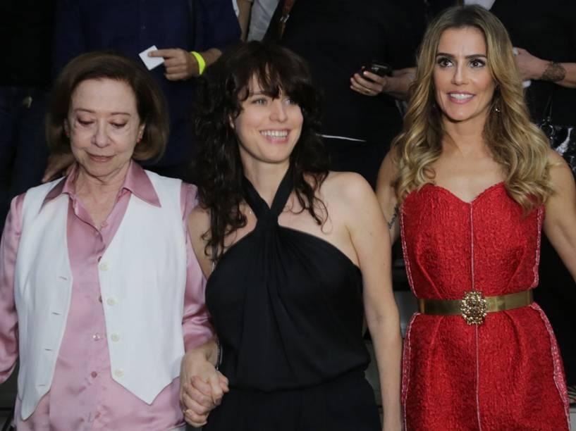 Deborah Secco com Fernanda Montenegro e a diretora Carolina Jabor, durante a pré-estréia do longa Boa Sorte, no Rio de janeiro