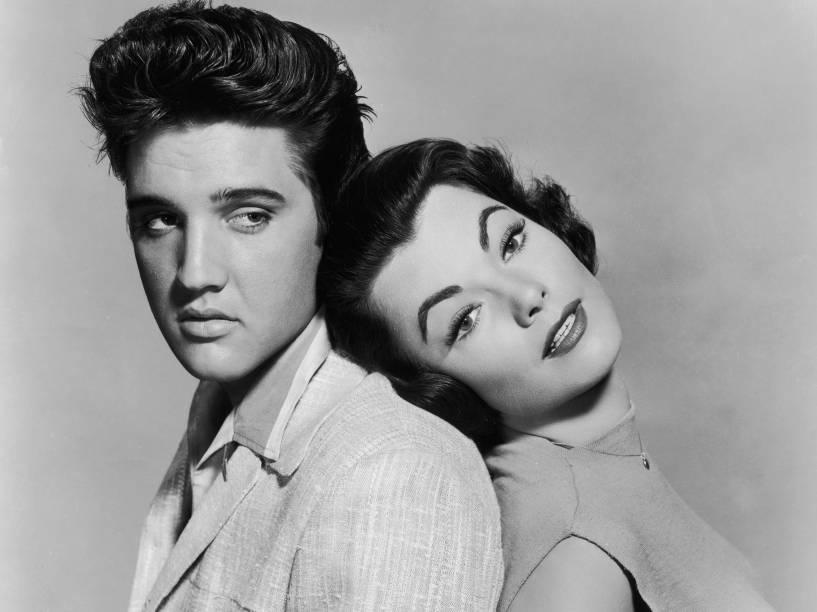 Elvis Presley e Judy Tyler no filme musical Jailhouse Rock, de 1957
