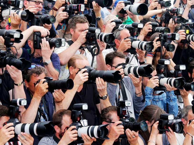 Fotógrafos durante sessão de fotos no tapete vermelho do Festival de Cannes, na França, antes da exibição do filme Punhos de Aço - 16/05/2016