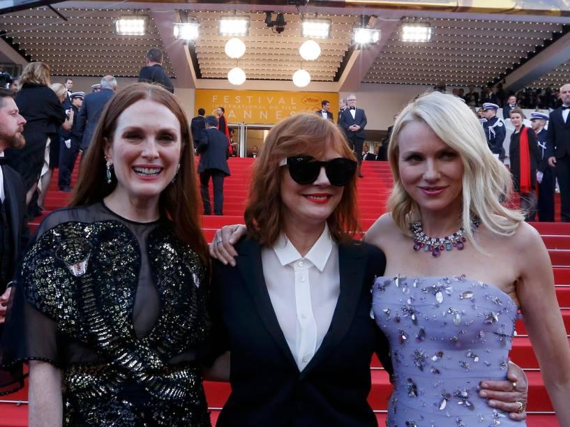 As atrizes Julianne Moore, Susan Sarandon e Naomi Watts, posam para fotos ao chegar no tapete vermelho, do Festival Internacional de Cannes, na França - 11/05/2016
