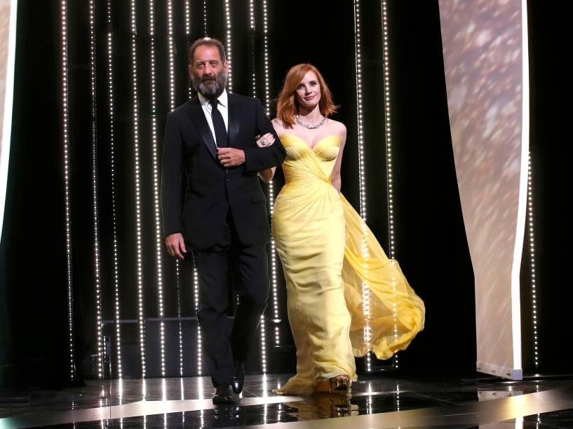 O ator Vincent Lindon e a atriz Jessica Chastain, durante a cerimônia de abertura do Festival Internacional de Cannes, na França - 11/05/2016