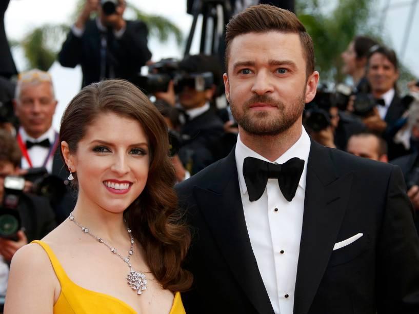 O cantor Justin Timberlake e a atriz Anna Kendrick posam para sessão de fotos, ao chegar no tapete vermelho, para a cerimônia de abertura e exibição do filme Cafe Society, no Festival Internacional de Cinema de Cannes, na França - 11/05/2016