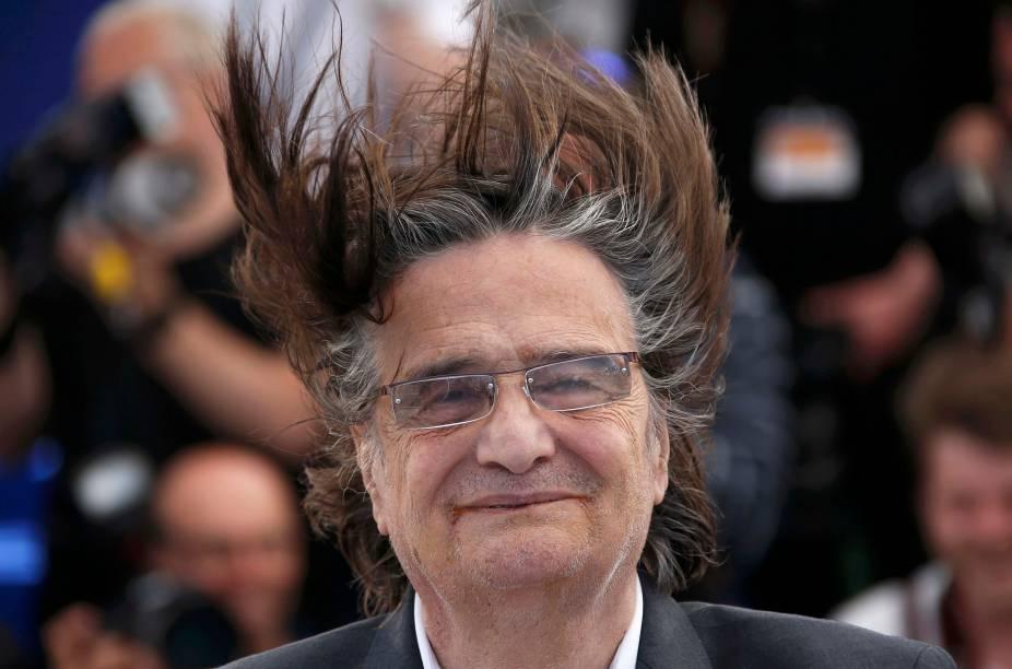 """Ator Jean Pierre Leau, que compõe o elenco do filme """"La Mort de Louis XIV"""", posa para fotógrafos no tapete vermelho do Festival de Cannes, na França - 19/05/2016"""