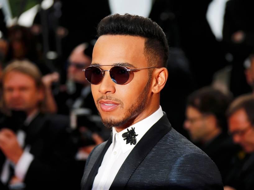 O piloto britânico Lewis Hamilton, chega ao tapete vermelho do Festival Internacional de Cinema de Cannes, na França - 18/05/2016
