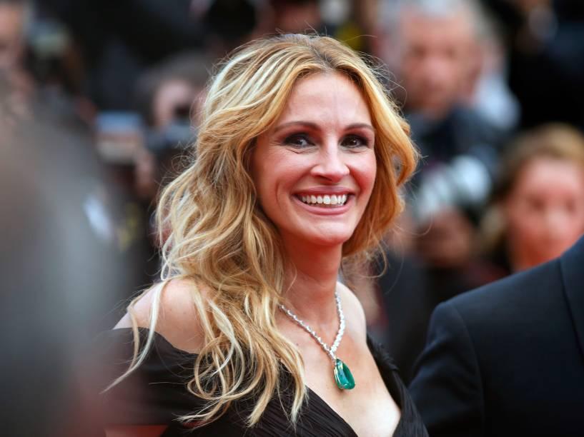 A atriz também apostou em um colar de diamante com uma pedra de esmeralda de 52 quilates