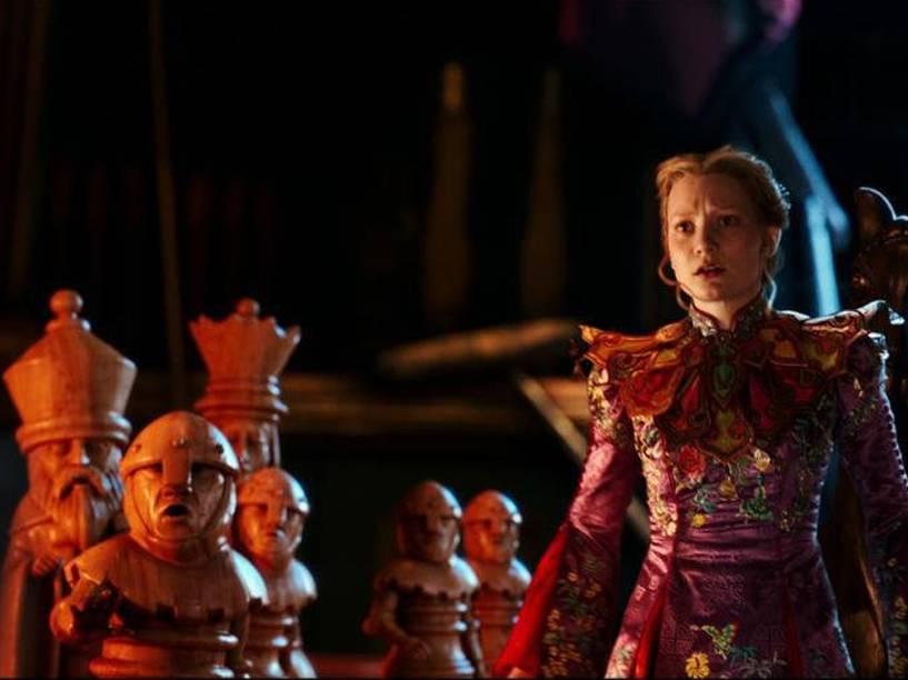 Alice (Mia Wasikowska), no filme Alice Através do Espelho