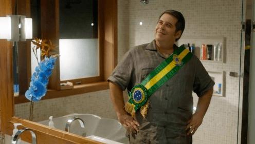 Leandro Hassum interpreta João Ernesto Praxedes em O Cadidato Honesto