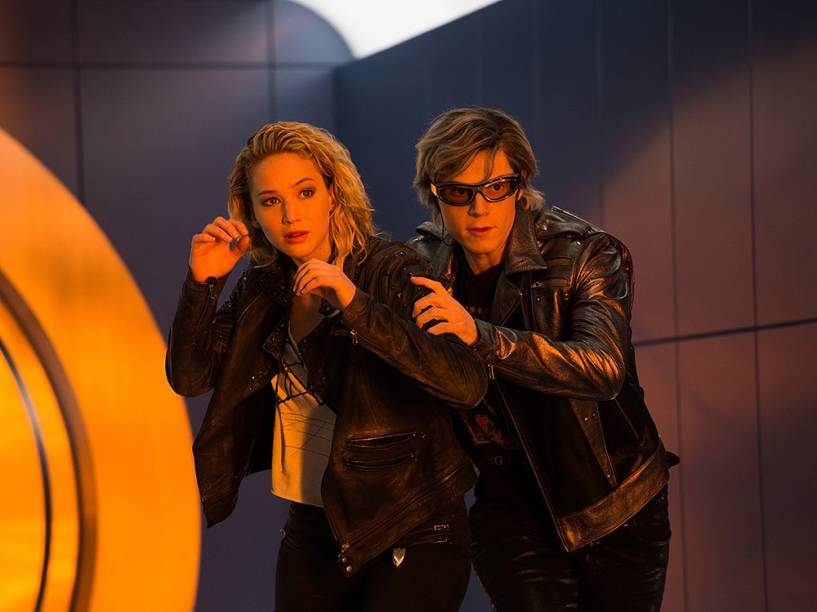 Peter/Mercúrio (Evan Peters) e Raven/Mística (Jennifer Lawrence) no filme X-Men: Apocalipse