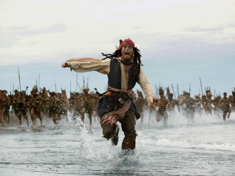 O capitão Jack Sparrow (Johnny Depp) em cena do filme Piratas do Caribe 2 - O Baú da Morte (2006)