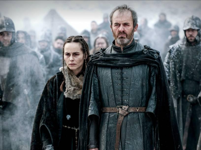 Selyse (Tara Fitzgerald) e Stannis Baratheon (Stephen Dillane) na 5ª temporada de Game of Thrones