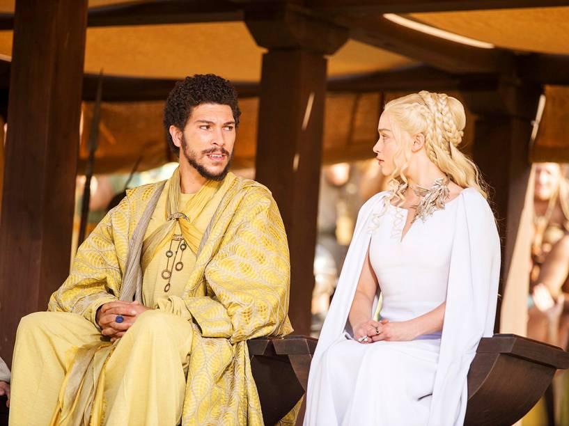 Daenerys Targaryen (Emilia Clarke) e Hizdahr zo Loraq (Joel Fry) na 5ª temporada de Game of Thrones