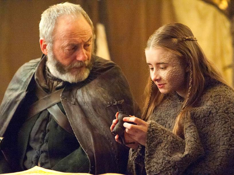 Davos Seaworth (Liam Cunningham) e Shireen Baratheon (Kerry Ingram) na 5ª temporada de Game of Thrones
