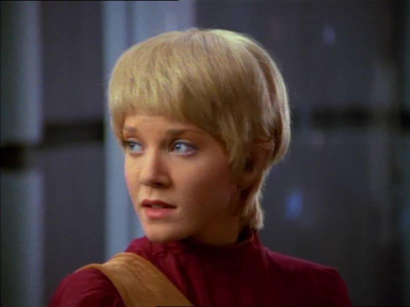 Jennifer Lien como Kes no episódio State of Flux da série de TV Star Trek: Voyager em 1995