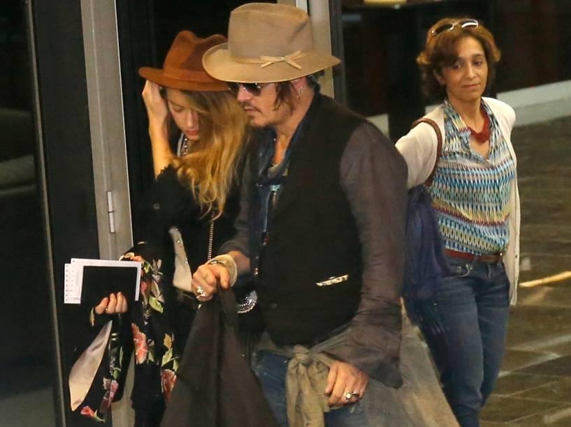 Johnny Depp e sua noiva, a atriz Amber Heard desembarcam no Aeroporto Interncional do Galeão no Rio de Janeiro