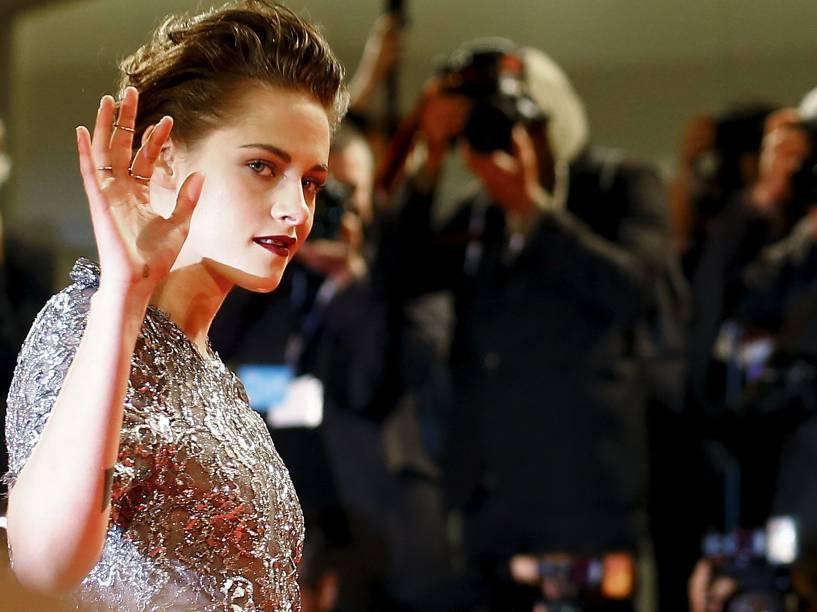 A atriz Kristen Stewart no tapete vermelho do Festival de Veneza durante o lançamento do filme Equals