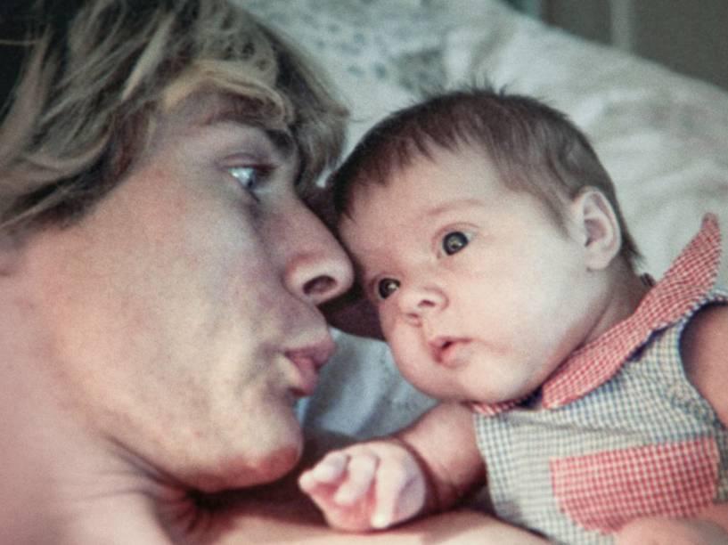 Kurt Cobain com a filha Frances Bean Cobain