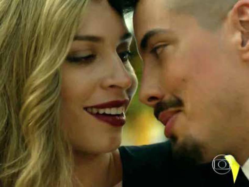 Antes de se envolver com o barra-pesada Roy (Flávio Tolezani), Larissa teve um rolo com Sam (Felipe de Carolis)