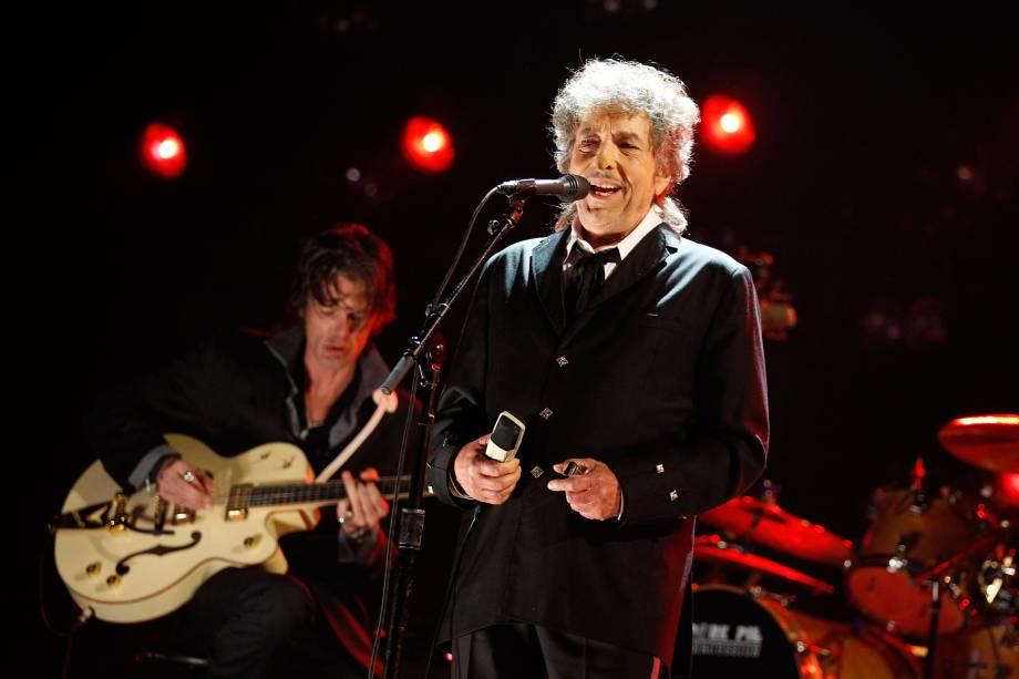 Bob Dylan durante apresentação no 17º Prêmio Anual da Associação de Críticos de Cinema de Los Angeles em 2012