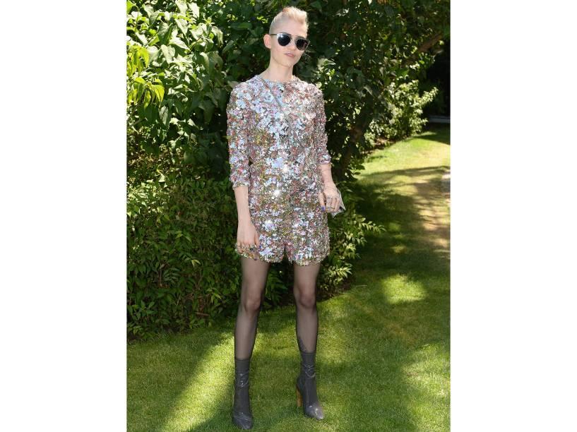 A cantora Grimes durante a Semana de Moda de Paris em 2015