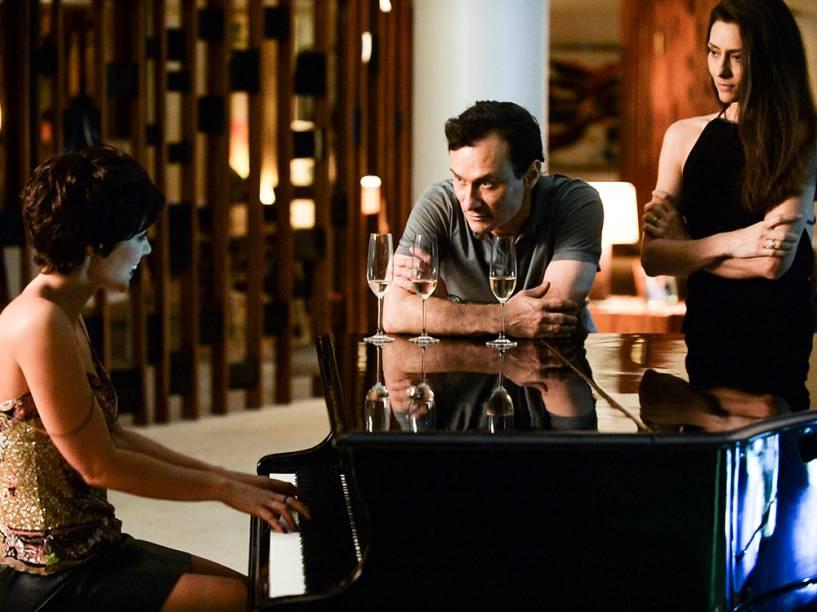 Os atores Enrique Diaz, Fernanda Cândido e Paolla Oliveira durante cena de Felizes Para Sempre?