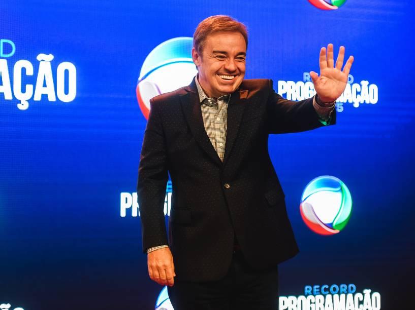 Gugu confirma retorno à Record durante evento de apresentação da programação da emissora para 2015