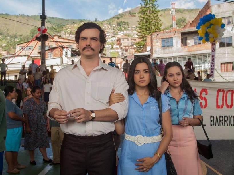 Wagner Moura, como Pablo Escobar e Paulina Gaitán no papel de Tata Escobar