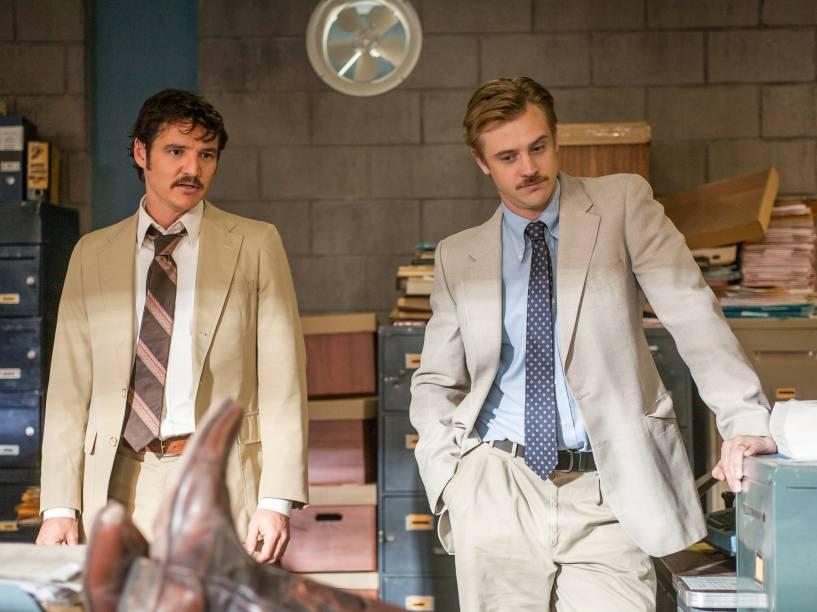 Pedro Pascal e Boyd Holbrook como os agentes Javier Peña e Steve Murphy