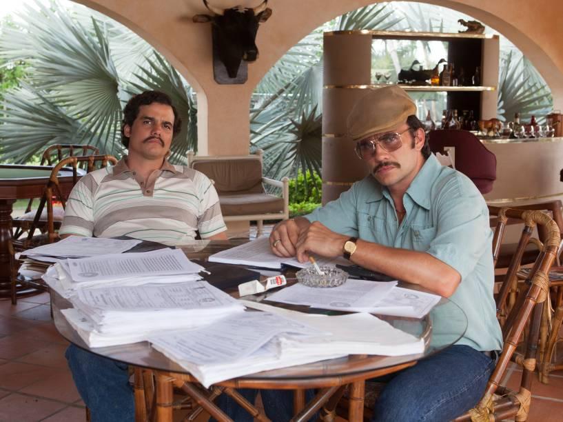 Wagner Moura, no papel de Pablo Escobar, e Juan Pablo Raba, que faz o personagem Gustavo Gaviria, primo do narcotraficante colombiano