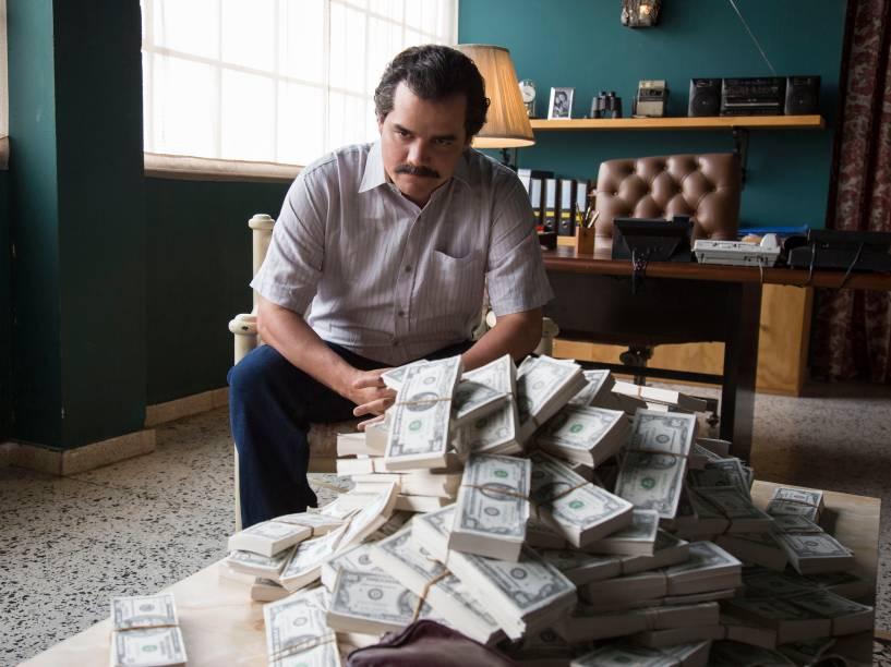 Wagner Moura, interpreta o narcotraficante colombiano Pablo Escobar, chefe do Cartel de Medellín