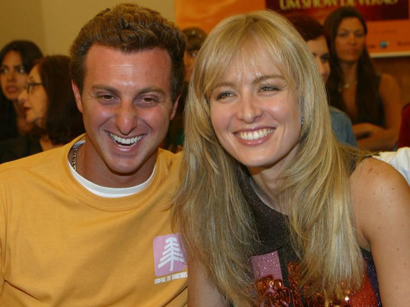 Luciano Huck e Angélica, durante coletiva do filme Um Show de Verão, em 2003