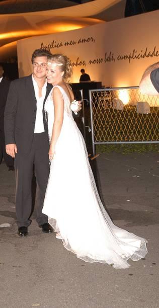 Luciano Huck  e Angélica na festa de seu casamento, na Marina da Glória, em 2004