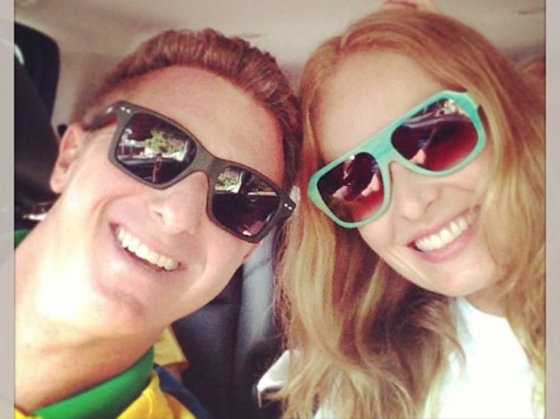Luciano Huck posta foto com a mulher Angélica, em 2013