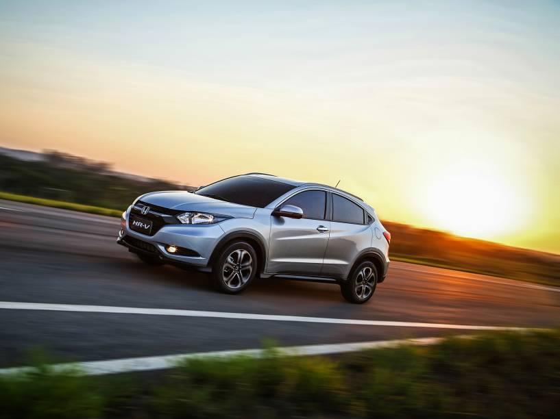 HR-V terá três versões: a LX (de entrada) pode ser equipada com câmbio manual de seis marchas ou CVT; as versões EX e EXL, só com transmissão automática