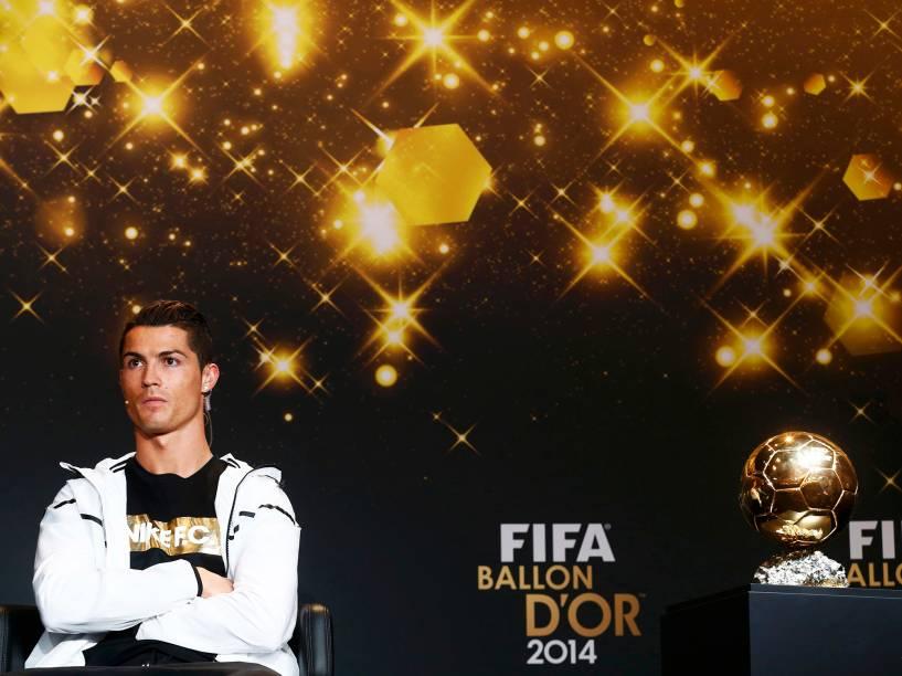 O português Cristiano Ronaldo, nomeado ao prêmio de melhor jogador do ano de 2014, momentos antes da entrevista coletiva no evento Bola de Ouro 2015