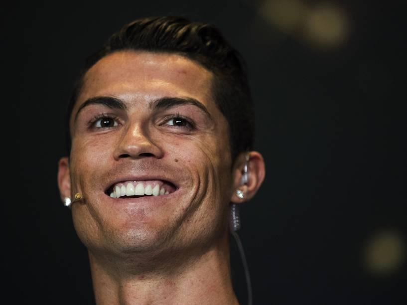 Jogador da seleção portuguesa e do Real Madrid, Cristiano Ronaldo, é um dos nomeados ao prêmio da Bola de Ouro da FIFA
