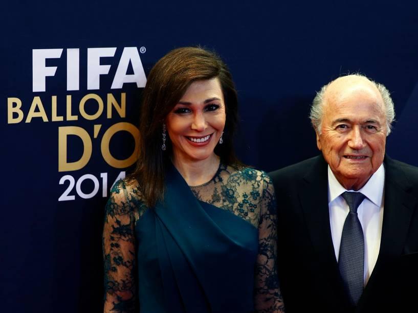 Presidente da FIFA, Joseph Blatter, e sua mulher, Linda Barras, durante o tapete vermelho da Bola de Ouro FIFA 2015