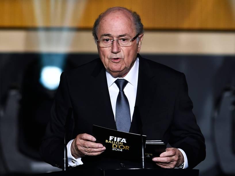 Presidente da FIFA, Joseph Blatter, abre cerimônia da Bola de Ouro FIFA 2015 em Zurique