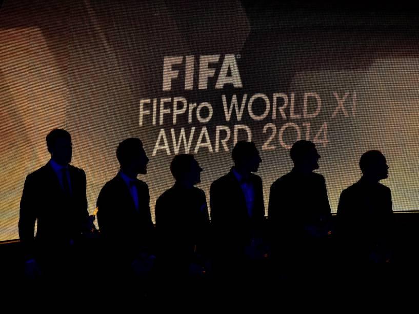 Vencedores do prêmio FIFPro World XI durante cerimônia do Bola de Ouro FIFA 2015 em Zurique