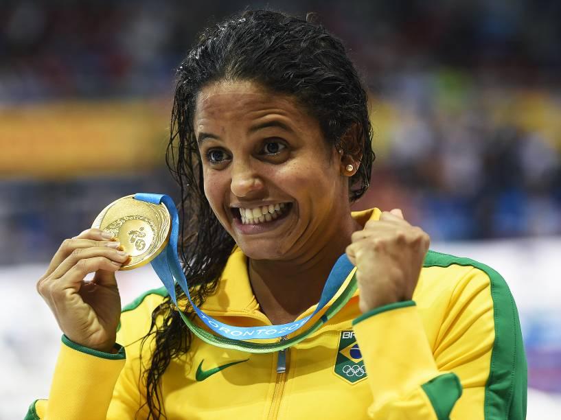 A brasileira Etiene Medeiros, conquista medalha de ouro nos 100m costas, a primeira para a natação feminina do país em Jogos Pan-Americanos - 17/07/2015