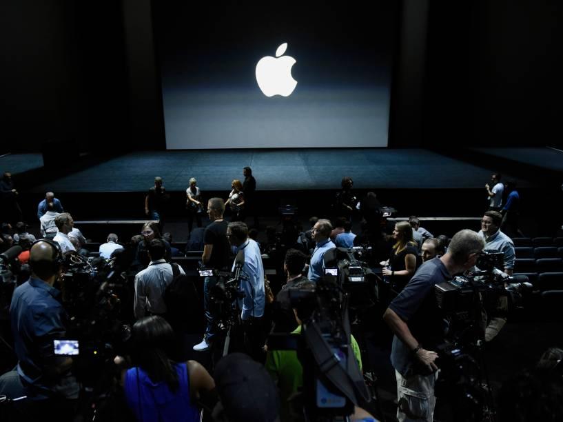 Membros da imprensa se preparam para o evento realizado pela Apple em São Francisco, California. Um dos anúncios mais esperados é o do iPhone 6s e o 6s Plus