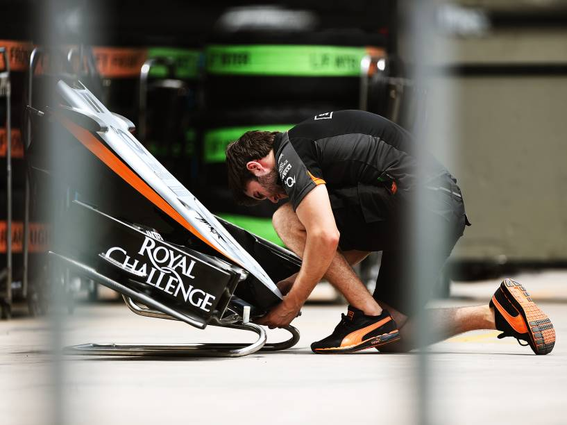 Montagem e preparação dos veículos para o GP Brasil de Fórmula 1, em Interlagos, São Paulo