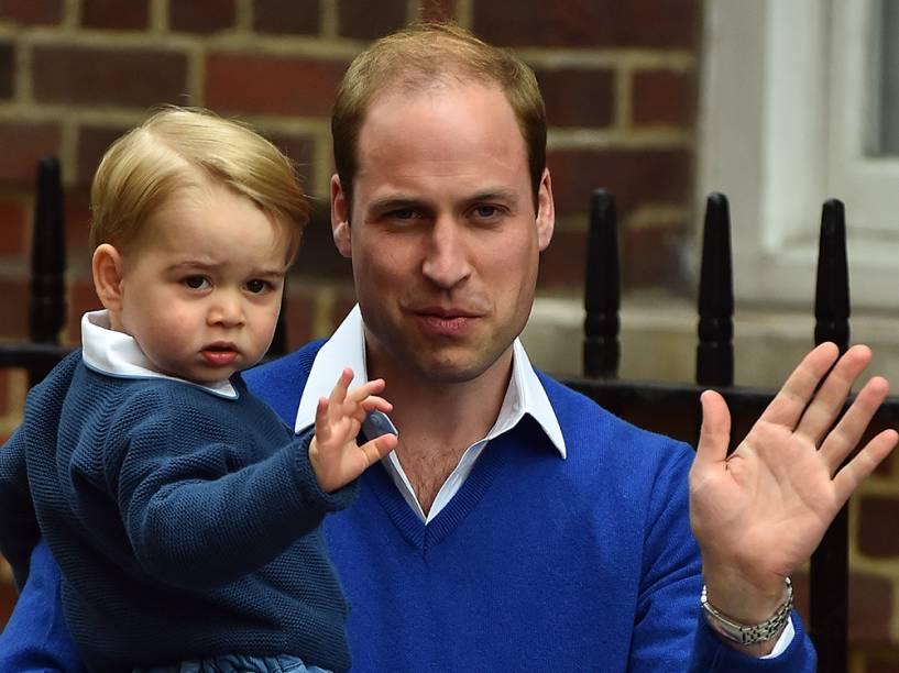 Príncipe William deixa o hospital St. Mary, em Londres, na Inglaterra