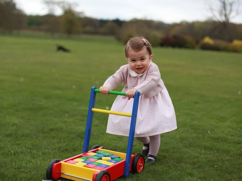 Família real britânica divulga fotos da princesa Charlotte feitas por sua mãe Kate Middleton, a duquesa de Cambridge - 01/05/2016