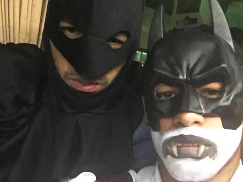 Suárez e Neymar escolheram a fantasia do Homem Morcego