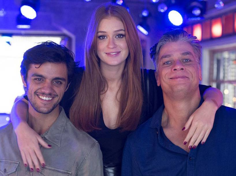 Jonatas (Felipe Simas), Eliza (Marina Ruy Barbosa) e Arthur (Fábio Assunção), o trio protagonista de Totalmente Demais