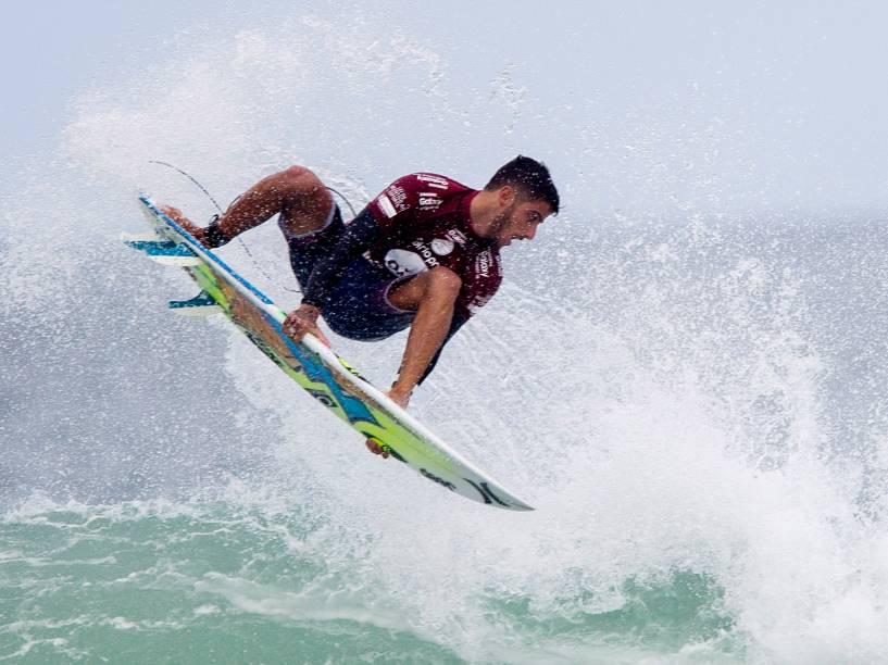 Filipe Toledo avança para a semifinal do Rio Pro 2015