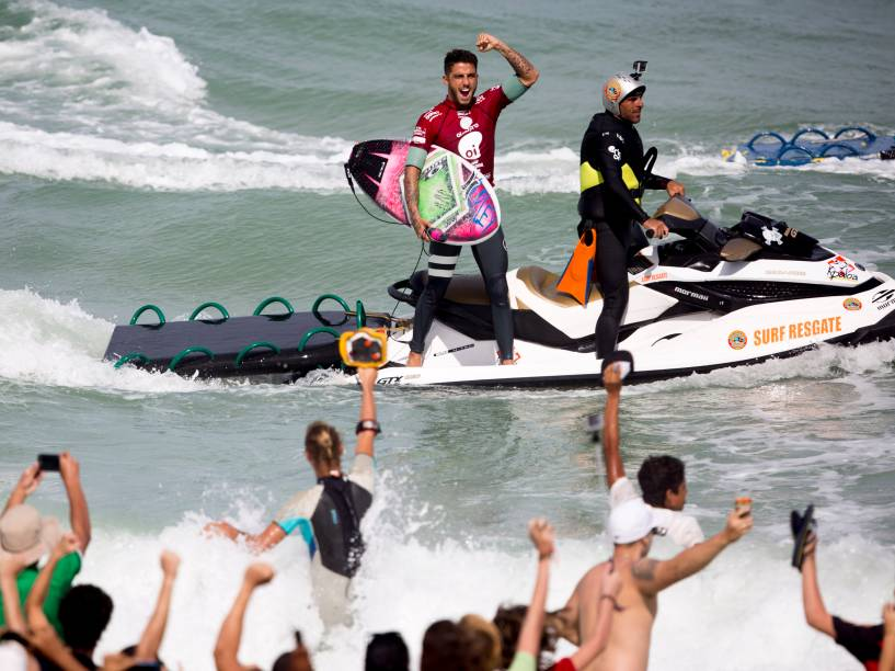 Filipe Toledo vence o australiano Bede Durbidge na final do Rio Pro 2015, etapa brasileira do Circuito Mundial de Surf