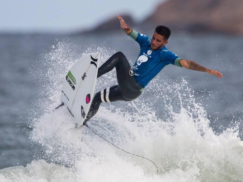 O brasileiro Filipe Toledo durante a terceira etapa da competição Rio Pro 2015