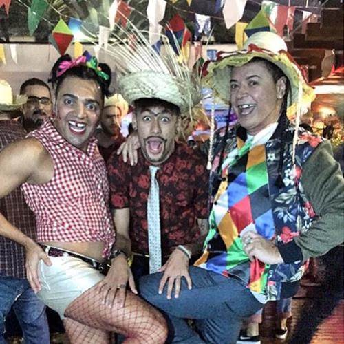 As novas musas de Neymar: o comediante Tirulipa (filho do deputado Tiririca) e a subcelebridade David Brazil